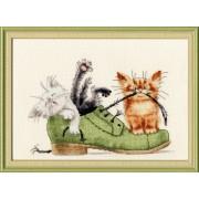 Котята в ботинке. Набор для вышивания