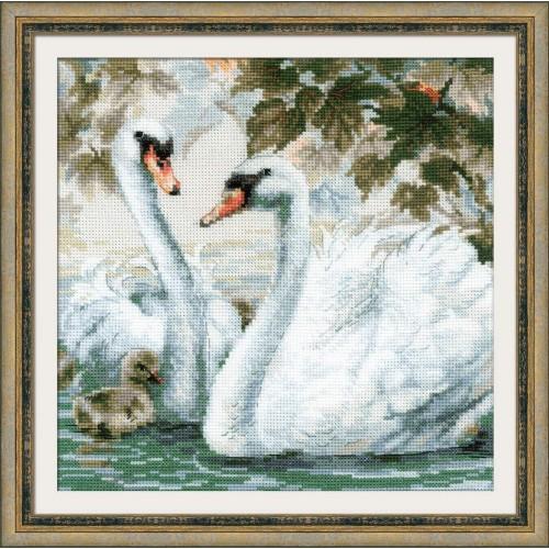 Белые лебеди. Набор для вышивания.
